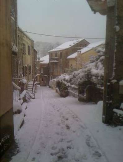 la-rue-principale-sous-la-neige